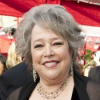 Evening Express : David E. Kelley recrute Kathy Bates, Scott Foley, Mark-Paul Gosselaar, Kyle Bornheimer…