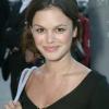 Rachel Bilson retrouve le créateur de Newport Beach pour une nouvelle série