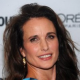 Andie MacDowell au générique de What Would Jane Do