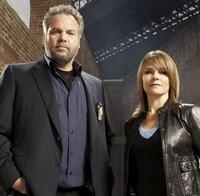 Vincent D'Onofrio et Kathryn Erbe (New York Section Criminelle)