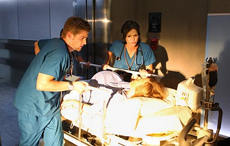 Mike Vogel et Lana Parilla (Miami Medical)