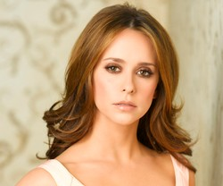 Jennifer Love Hewitt (Ghost Whisperer)