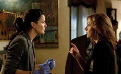 Angie Harmon et Sasha Alexander dans Rizzoli & Isles