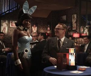 Une bunny girl dans un épisode de Mad Men | AMC